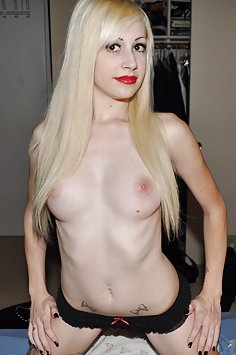 New pics of Goth nympho queen Hillary nude