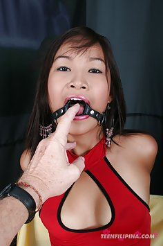 Blowjob ringed pretty Asian cosplay girl